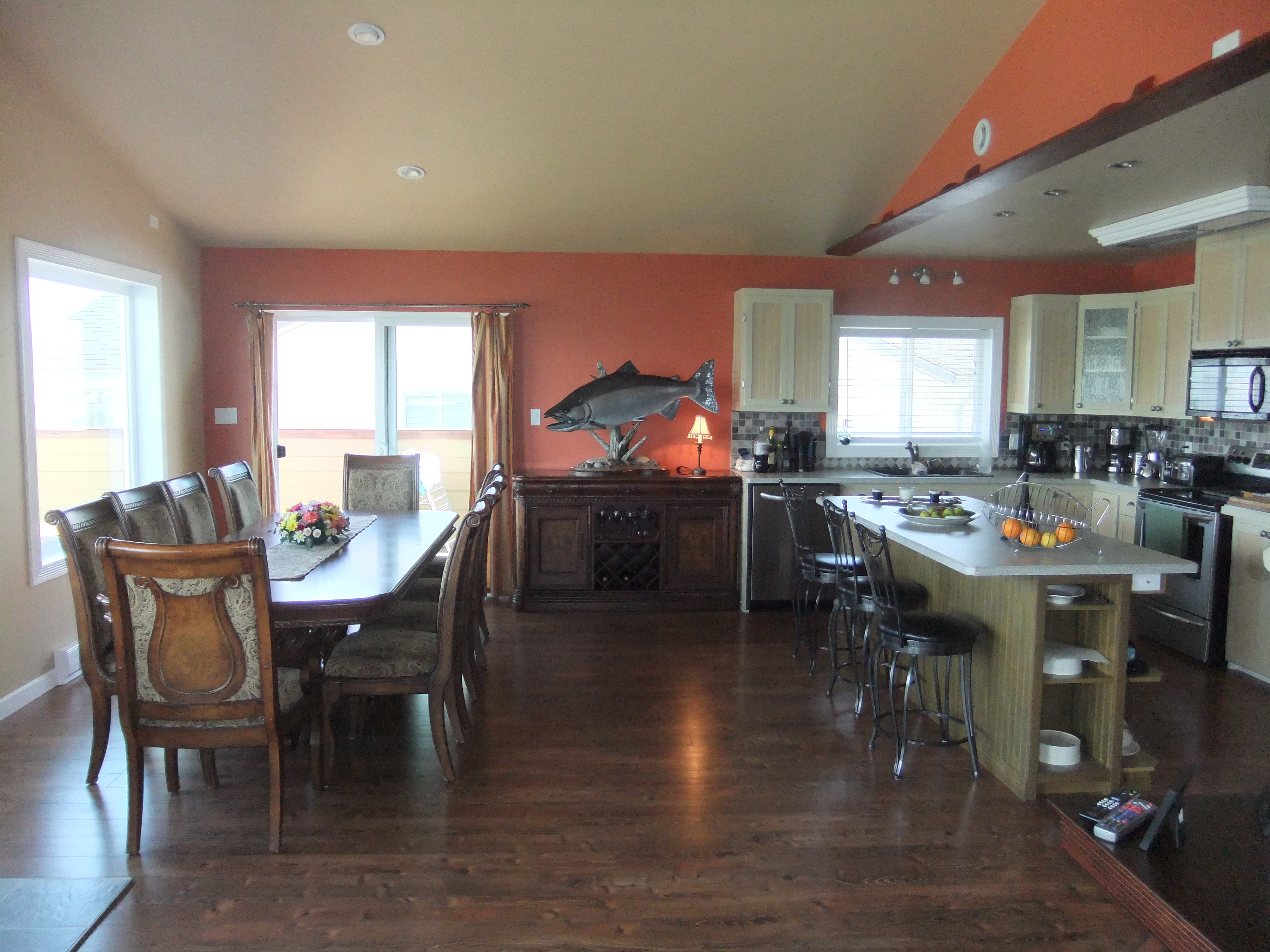 All-inclusive Vancouver Island fishing charters and whale-wildlife viewing includes meals in this dining room